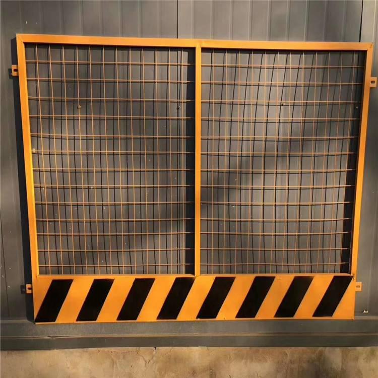 铁艺护栏网片供应商_河北衡水基坑护栏网,电梯防护门,工地围栏图片价格-中国供应商