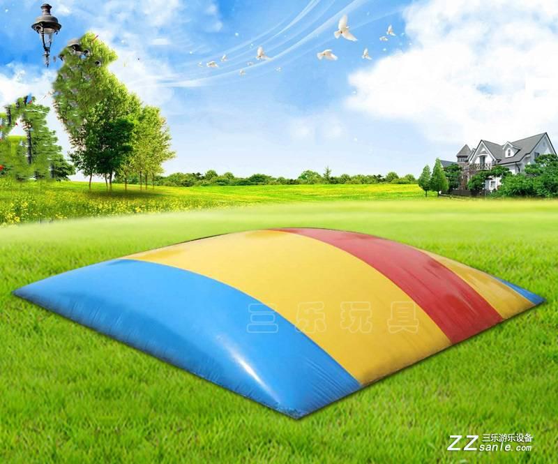 云南曲靖填埋式兒童跳跳床七彩顏色設計簡單