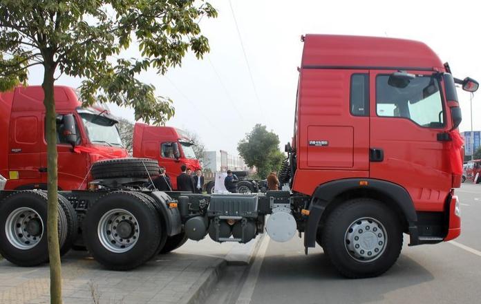 豪沃T5G6X4驅動310馬力牽引車價格