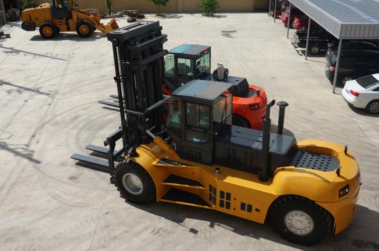 福建泉州叉車|興皓30噸32噸35噸重型叉車實拍