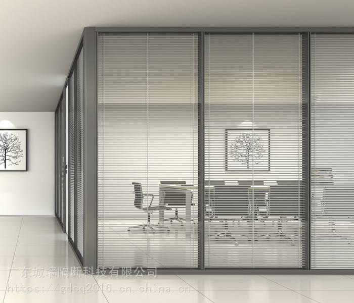 卧室和客厅之间做玻璃隔断墙采光,用玻璃块还是玻璃窗。