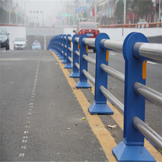 防撞型交通护栏,304材质不锈钢桥梁,城镇建设,道路中央组装防撞栏