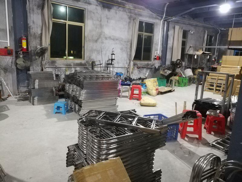 泰胜不锈钢制品厂的不锈钢鞋架生产车间
