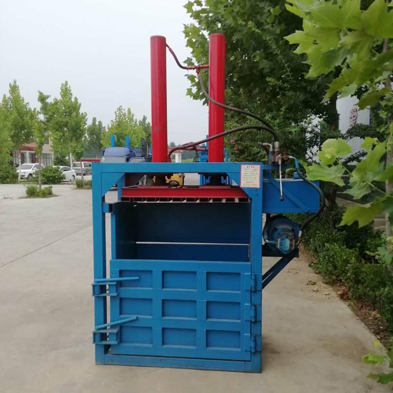 易拉罐压块机 服装厂压扁机 宇晨自动推包油漆桶打包机价格