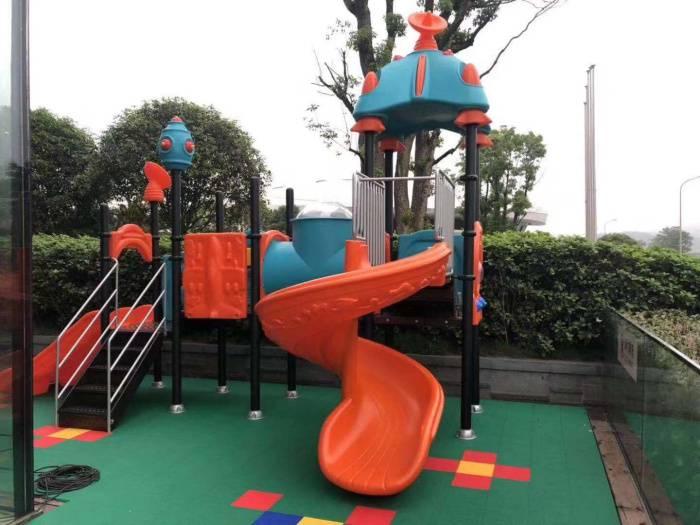 幼儿园室外大型组合滑梯合理设计尺寸大小 多功能工程塑料滑滑梯