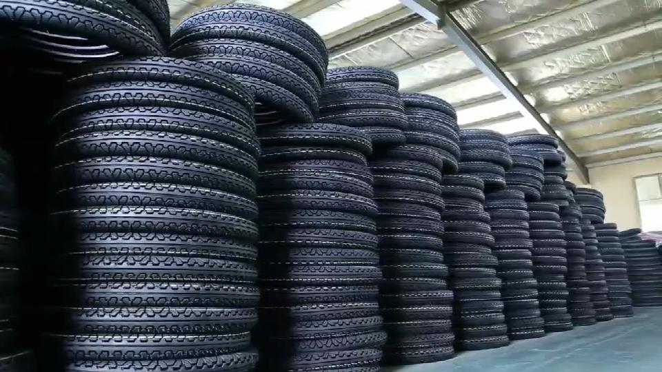 我們東營工廠以6S管理為標準的摩托車輪胎成品倉庫一覽