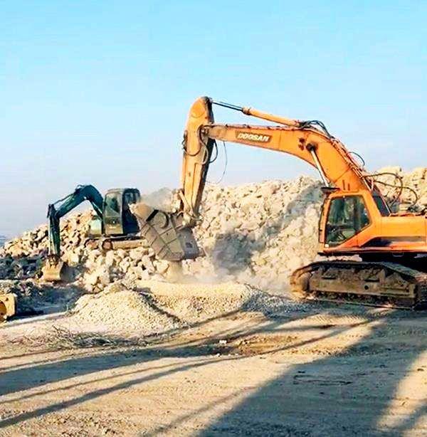 挖掘機粉碎斗年賺百萬