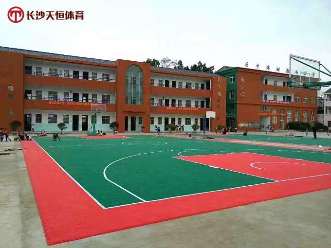 张家界室外篮球场塑胶地面(慈利实验学校球场跑道地胶施工标准