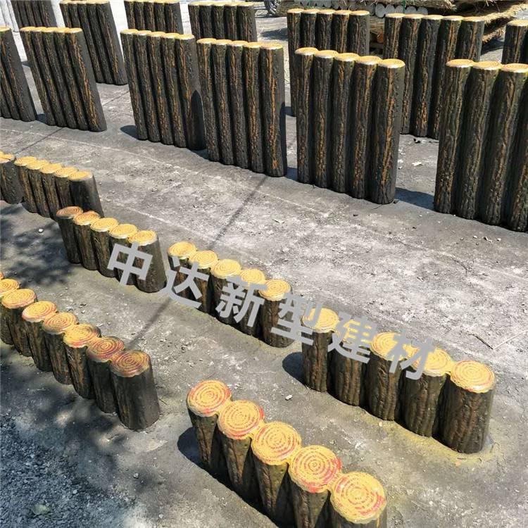 中达建材厂家供应河提水泥仿木桩护栏 混凝土仿木草坪栅栏