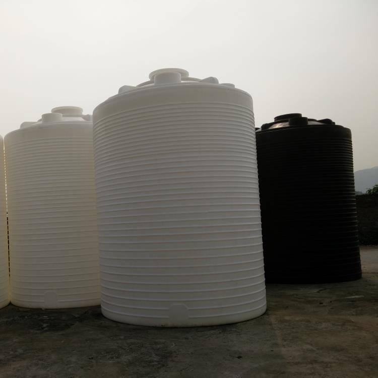 大型PE塑料儲水罐生產原圖