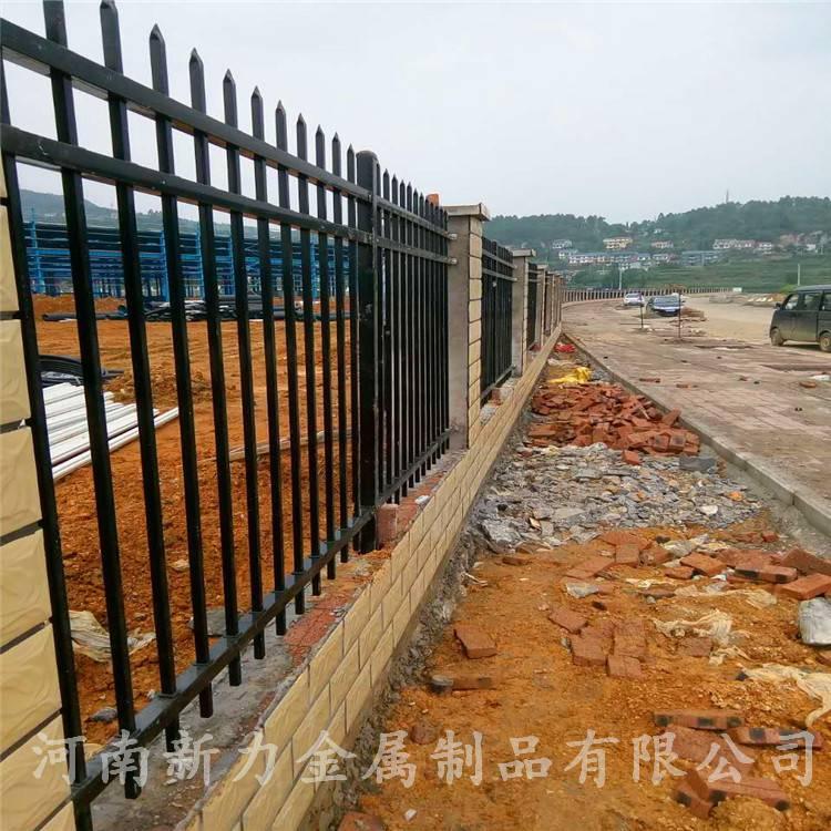 供应围墙护栏 锌钢护栏 铁艺护栏 阳台栏杆 新力护栏厂
