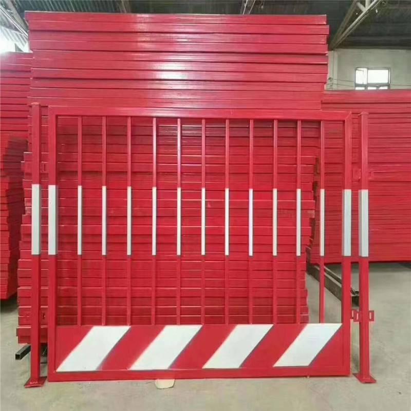 楼层临边基坑护栏 钢板网电梯安全门 升降机防护门