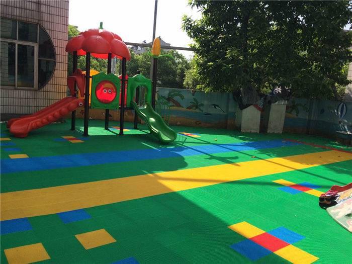 湖南益阳幼儿园悬浮式拼装安全地板 儿童运动场悬浮地板生产施工