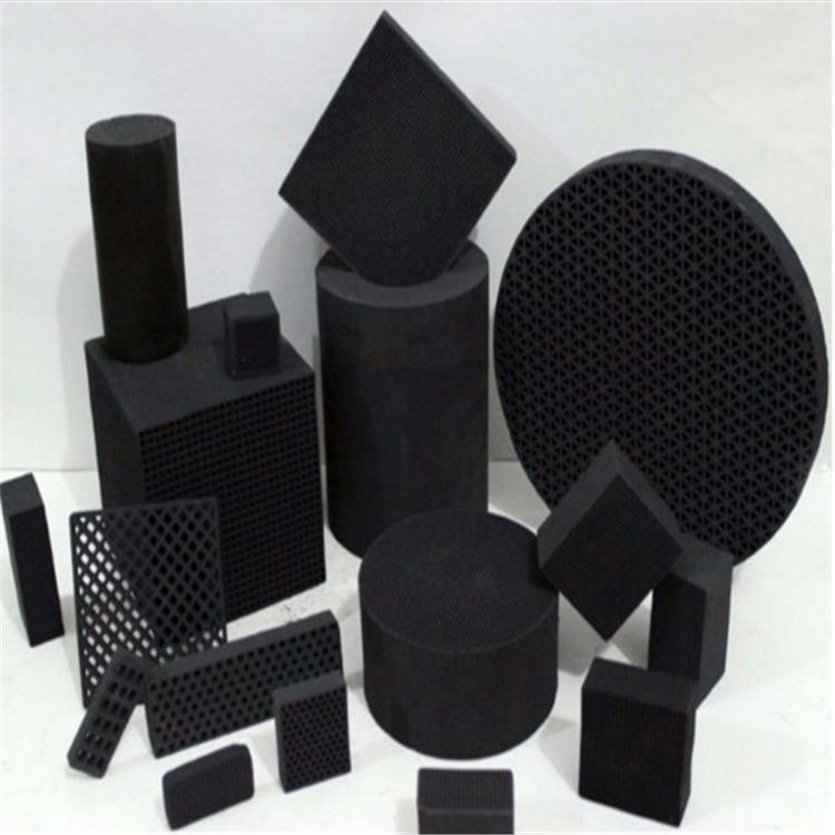 防水型蜂窩活性炭生産車間