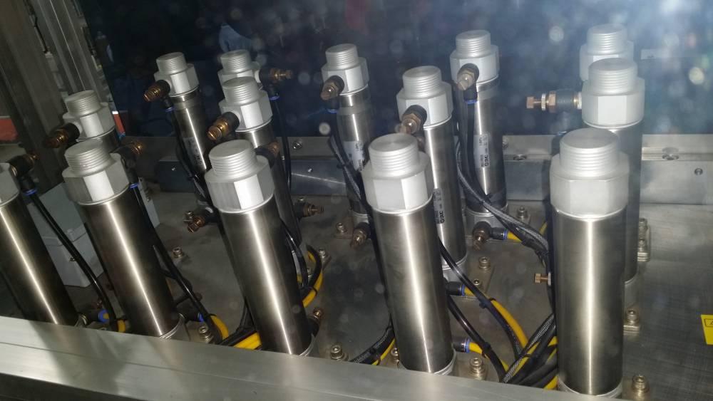 非标自动化设备 发动机缸盖罩组装线