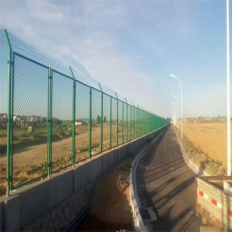 护栏网_公路护栏网_高速隔离栅