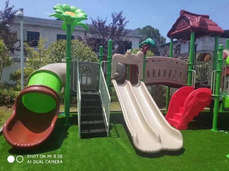 江西南昌大型组合滑梯专业生产基地-社区幼儿园工程塑料滑滑梯摇