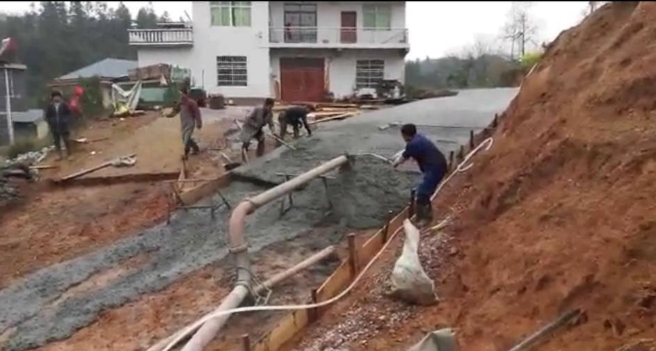 湘力諾V5攪拌拖泵道路施工案例