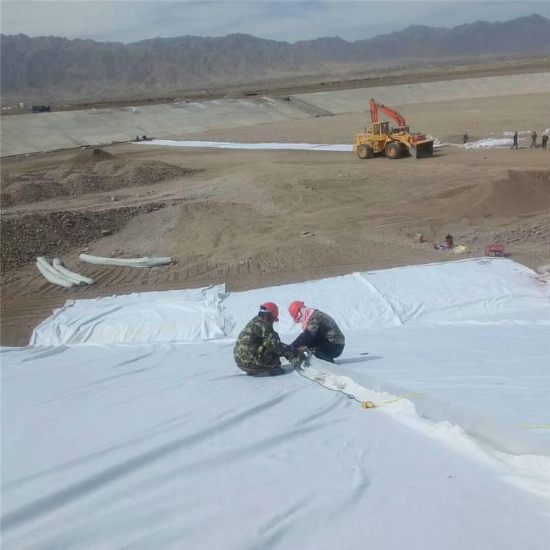 复合土工膜两布一膜用于人工湖防渗工程