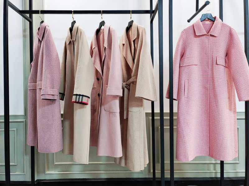 广州白马服装批发市场 时尚女装加盟 品牌女装专柜*** 尾货批发大衣