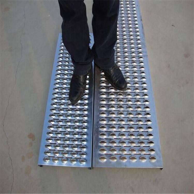 镀锌板鳄鱼嘴防滑板鱼眼起鼓防滑板不锈钢板防滑板脚踏板