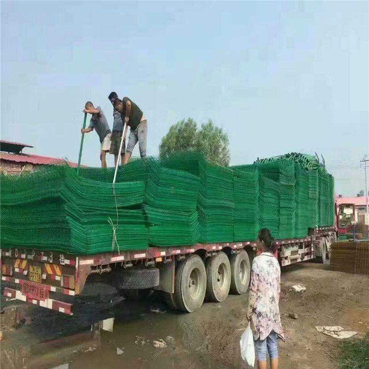 双边丝护栏网装车发货现场