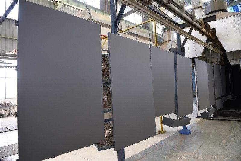 云南国园铝业厂家生产氟碳铝单板-车间一幕