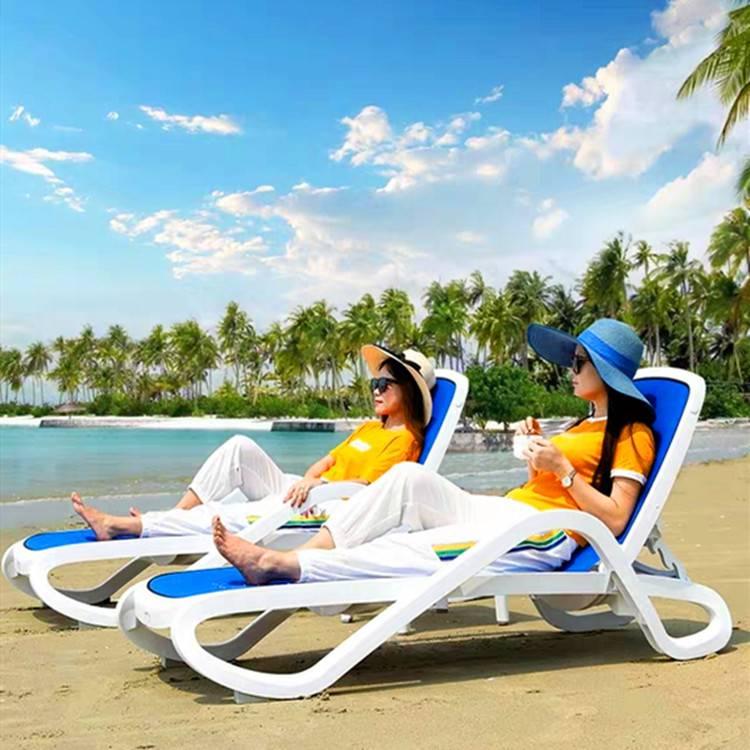 欧式户外白色塑料创意躺椅游泳池专用沙滩休闲躺椅上海酒店都在用