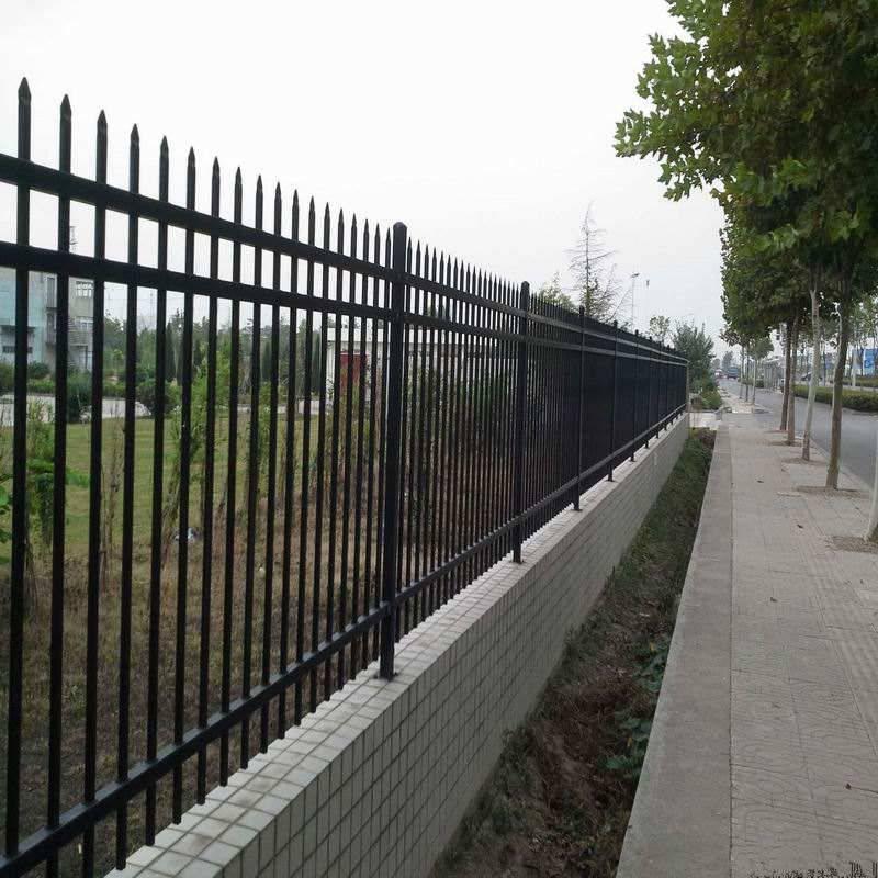 久卓厂区围墙铁围栏厂家 定制生产 围墙栏杆多少钱一米 量大优惠