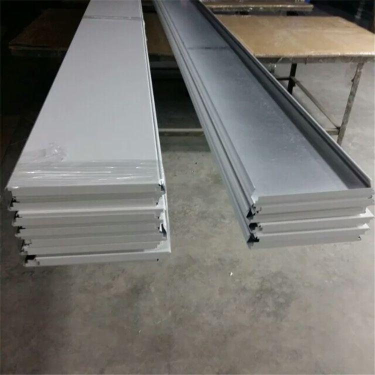 高边300面铝条扣天花生产过程