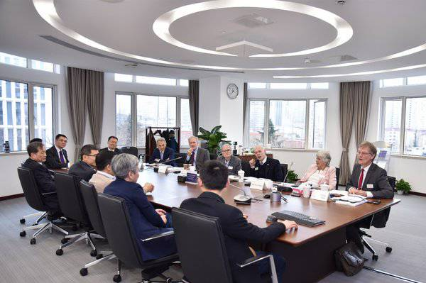 国际评估组与教授团队座谈交流