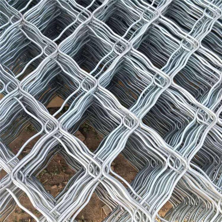 绿色荷兰网 荷兰网柱子 围羊铁丝网供应