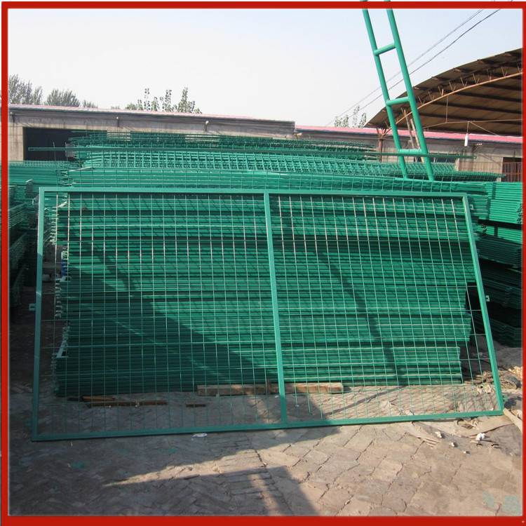 贵港临边护栏网厂 仁寿哪里批发护栏网 上海球场围栏网