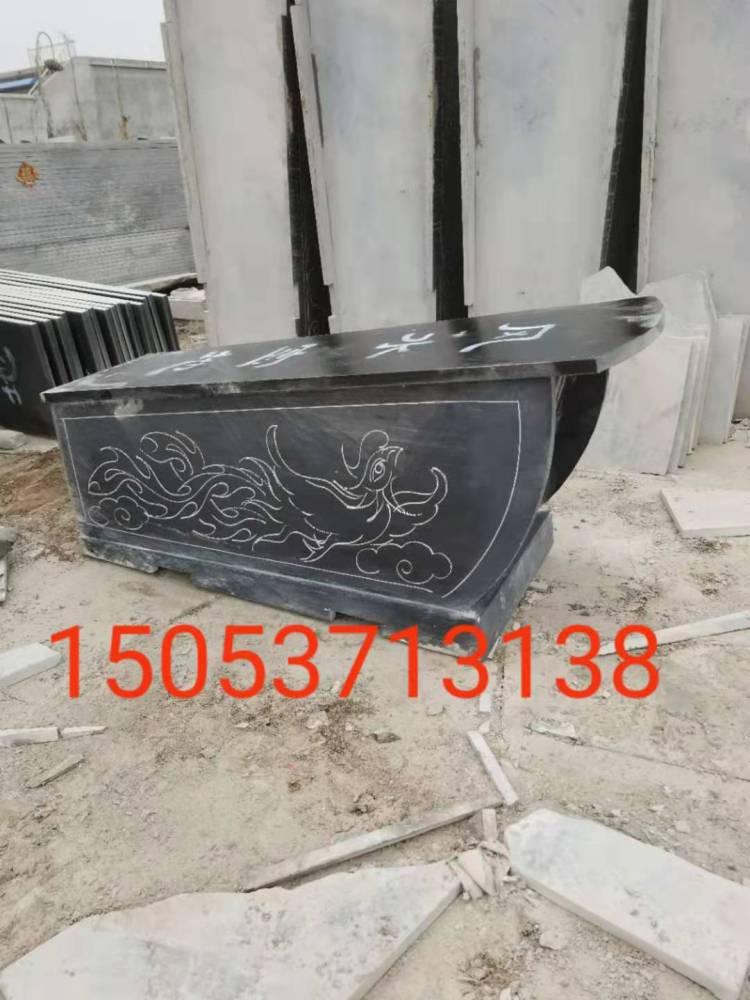 石头棺材现场雕刻,龙凤石棺现场加工,石头棺材加工厂