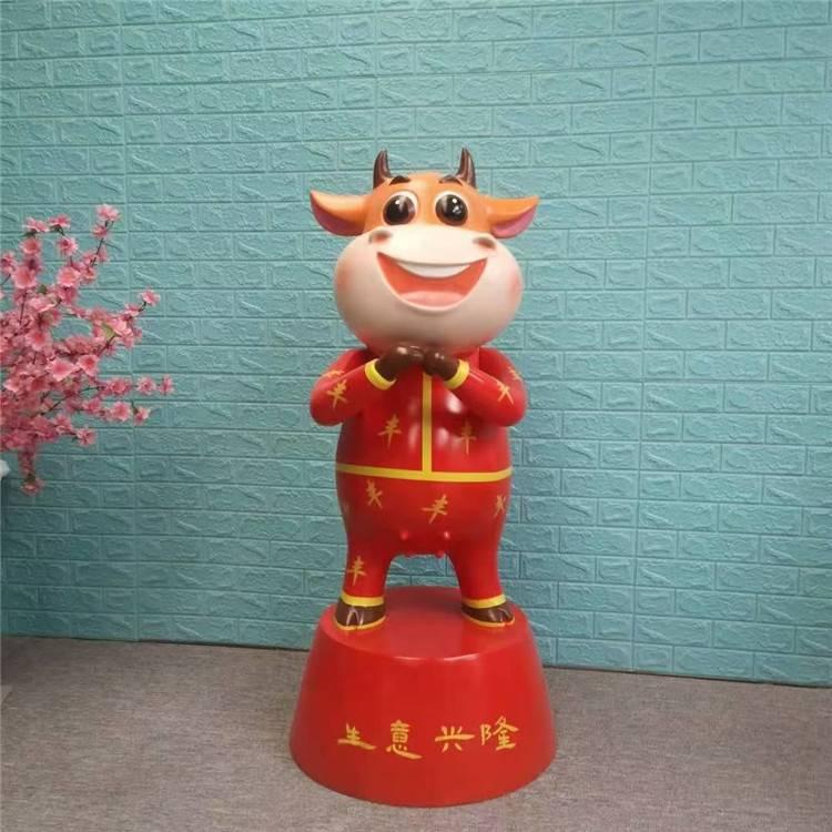 新年恭喜发财雕塑 卡通牛雕塑造型 玻璃钢动物卡通