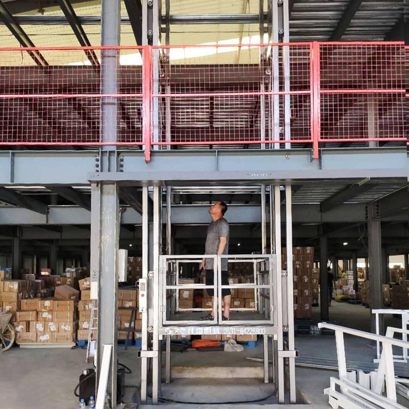 壁掛導軌式升降貨梯 廠房企業上卸貨提升機固定液壓式升降機