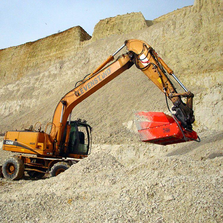 挖機篩分破碎鏟斗水利施工渣土篩分現場視頻