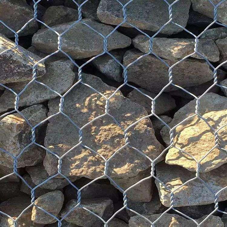 石笼网机器编织过程,均匀牢固。