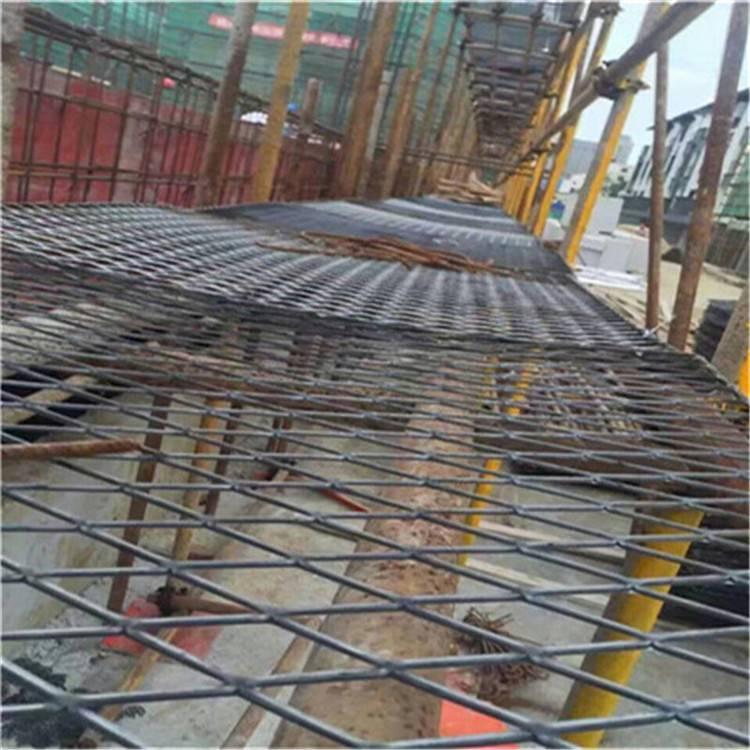 建筑钢笆片 脚踏网工地现场卸车