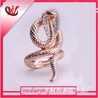 现货供应 保色戒指 眼镜蛇缠绕红色宝石戒指 时尚首饰 一个起批