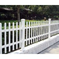 PVC围栏 塑钢护栏 小区围栏 花园围栏 草坪隔离带