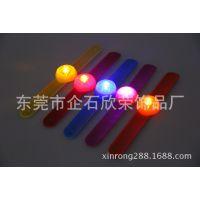 供应2014新款发光硅胶手腕带  发光啪啪带