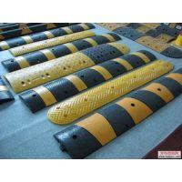 供应鸿宇筛网橡胶减速带 黄黑连体道路缓冲带