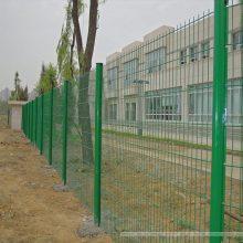 新航 海南马路隔离栅 三亚机场防护网 桃型柱护栏网安装