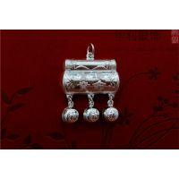 中国银饰之乡上塘珠宝城,批发纯银银锁,儿童精致银锁