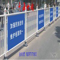 亮白喷塑围栏 广告牌护栏 人行道分隔栏 包塑铁丝护栏 st102道路马路中心隔离栏世腾现货供应