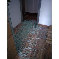 卢湾区修地簧门的玻璃下垂,开门的时候磨地板砖,怎么调整