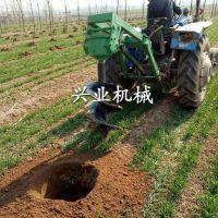 埋桩挖穴专用挖洞机 新款汽油植树挖坑机 高效四轮带挖坑机