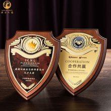 高档企业授权牌,实木荣誉木牌定制,协会表彰纪念牌