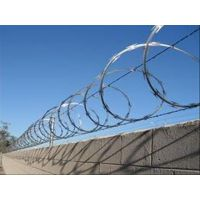 监狱亚博国际pt、机场封闭亚博国际pt、军事基地防护隔离网、厂区围栏网、润昂专业制造